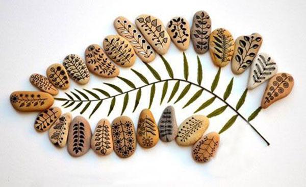 树枝就能将这些简单普通的树叶涂鸦石头拼出一副创意