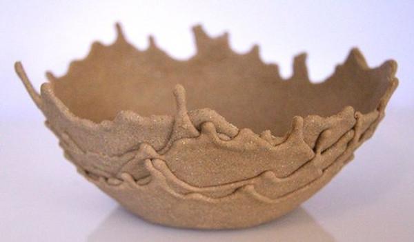 陶土造型的产品有很多,简单又漂亮造型的创意碗造型的陶艺就是今天我们要跟大家分享的。彩色的手掌造型的产品很有特色哦,拿来装干果或者是其他的零食很很不错的哦!   瓢虫的图案造型的创意碗也是很可爱的。   最简单的花纹总是最经典,也最容易造型。