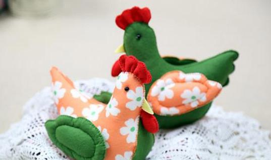 欣赏一个创意的手工diy可爱布艺小花鸡