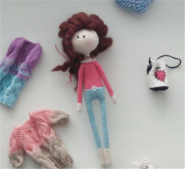 手工钩针diy制作的漂亮小动物和洋娃娃