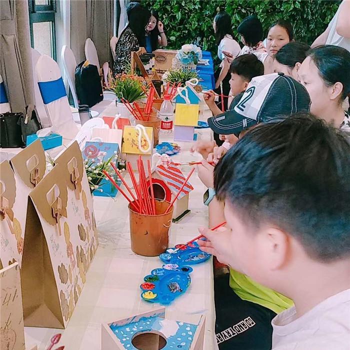 儿童创意DIY手工坊彩绘鸟巢DIY活动现场分享图片